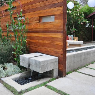 Fuente de hormigón y madera