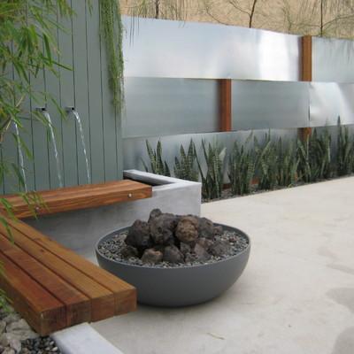 Fuente de pared en jardín
