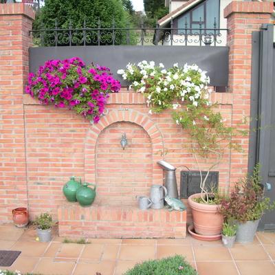 Fuente en jardín