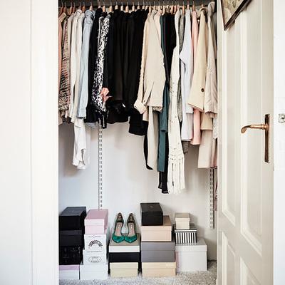 El color blanco y el estilo romántico se fusionan en este apartamento de ensueño