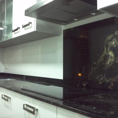 bancada de cocina en granito negro Titanium de Naturamia