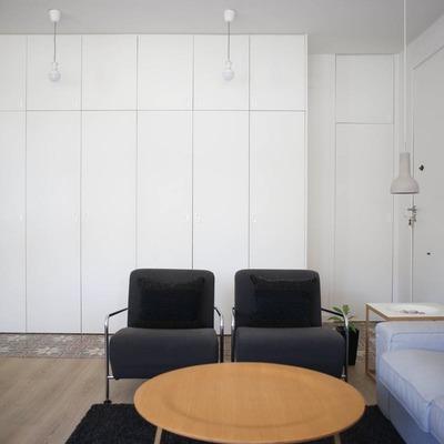 hall con armarios a medida piso minimalista