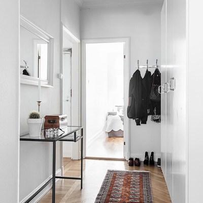 Un apartamento decorado mezclando estilos