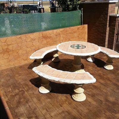 Hormigon impreso vertical tipo piedra irregular y hormigon impreso tipo madera