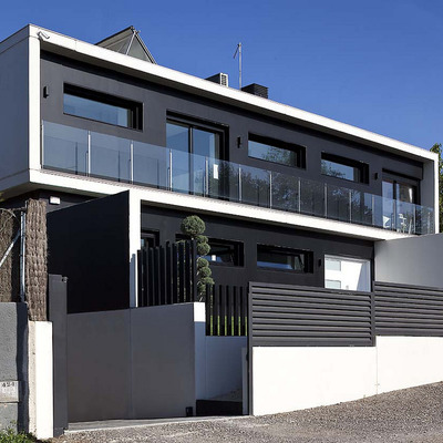 fachada casa prefabricada con elementos prefabricados