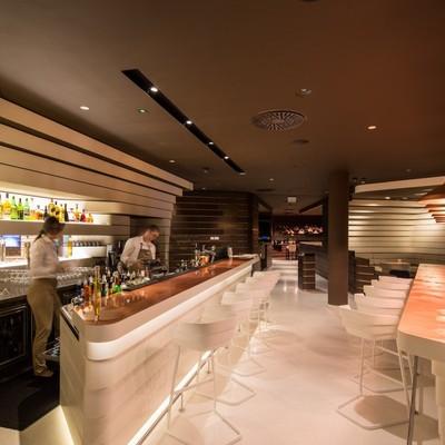 Ideas y fotos de locales comerciales de estilo moderno for Hotel belgrado