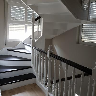 Cocina y escaleras en Laredo