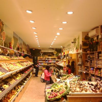 Iluminacion de led en comercio alimentación