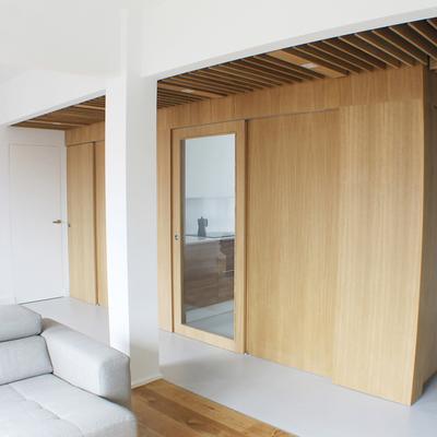 La reforma de un piso de 70 m² con acabados de resina epoxi