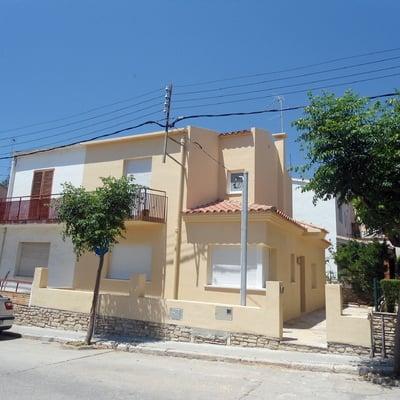 Imatge exterior de la reforma d'un habitatge aparellat