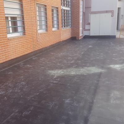 Impermeabilización total de una comunidad de vecinos con lámina de caucho (EPDM) y posteriormente solado con terrazo.