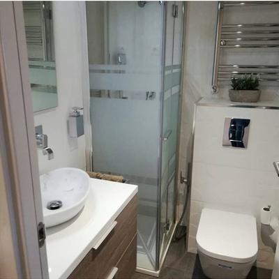 Baño pequeño moderno