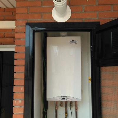 Instalación caldera con bomba de desagüe