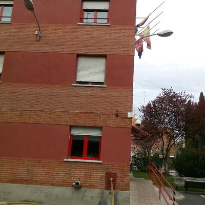 Instalación de cámaras de seguridad en el exterior de un edifcio