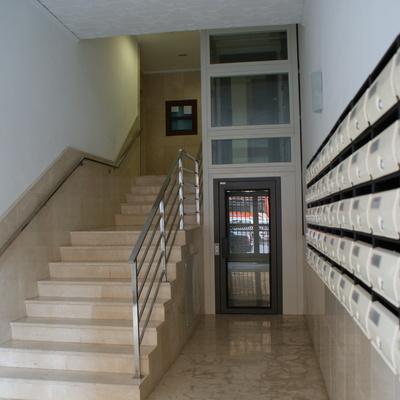 Instalación de ascensor con estructura exterior