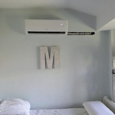 Instalación equipo de aire acondicionado con roza