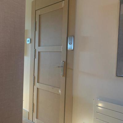 Instalación de puerta en ascensor