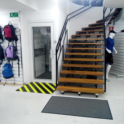 Instalación resilift para mejora de accesibilidad