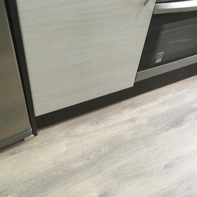 Instalación suelo laminado en apartamento premia de dalt
