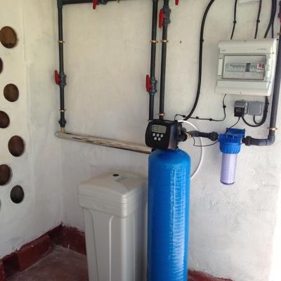 Descalcificación, y desinfección de agua en casa rural.