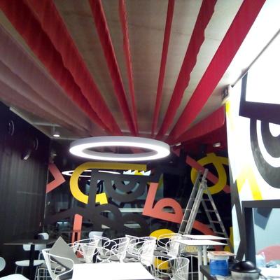 """Diseño y fabricación de tarima/escenario e instalación decorativa para el restaurante """"MUVIMENT"""" (Valencia)"""