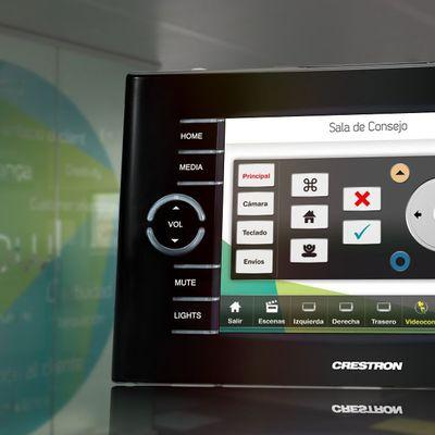 Programación de un  sistema de control Crestron en Sala de Consejo de ItNow! en Barcelona