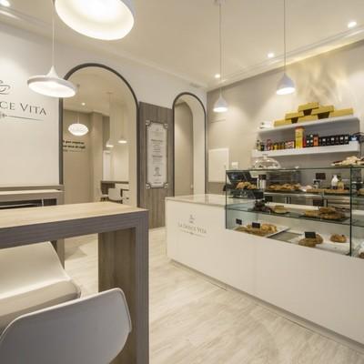 Interior cafetería pastelería en local de Bien de Interés Cultural.