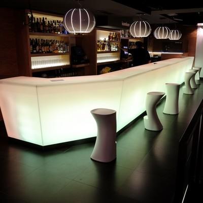Reforma de una discoteca con un estilo minimalista y futurista: Ivanhoe 3.0