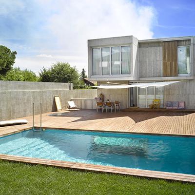 Fachada interior y jardín