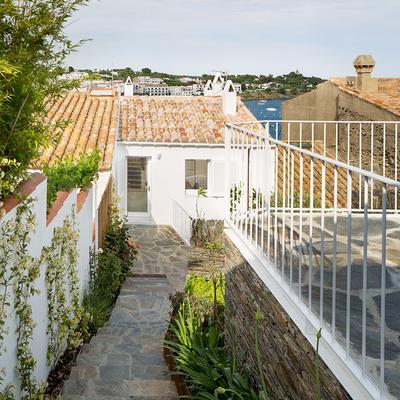jardín con mirador y vistas al mar