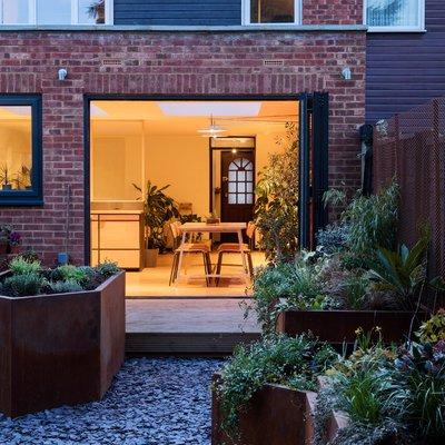 Una casa hacia un jardín: reorganizar un interior