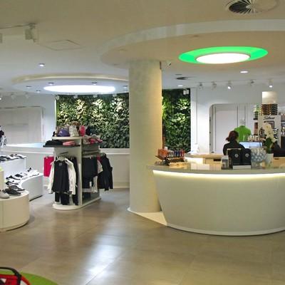 Jardín vertical en Marbella para una tienda de golf