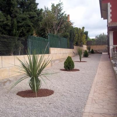jardinera con áridos