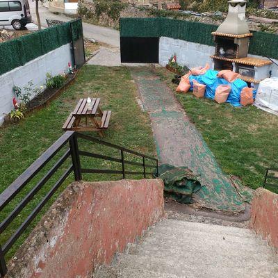 Jardin y escalera