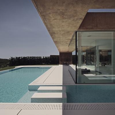 La piscina colabora en la integración interior y exterior