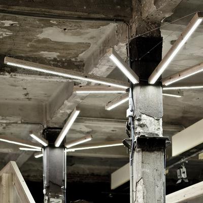 Lampara realizada con restos de madera reciclados y LED