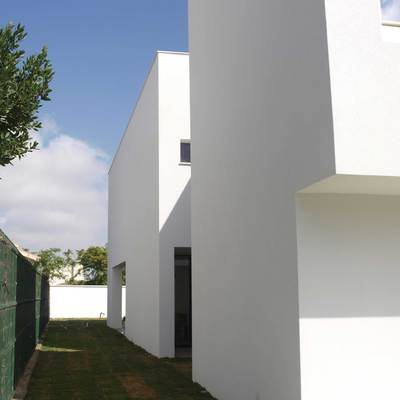 Lateral vivienda. Acceso patio