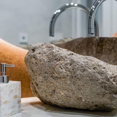 Lavabos de piedra natural para ambientes rústicos