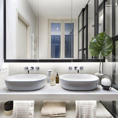 Cómo aprovechar al máximo un baño diminuto