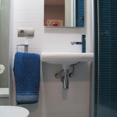 lavabo habitacion y wc con cisterna empotrada