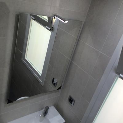Lavabo y espejo baño