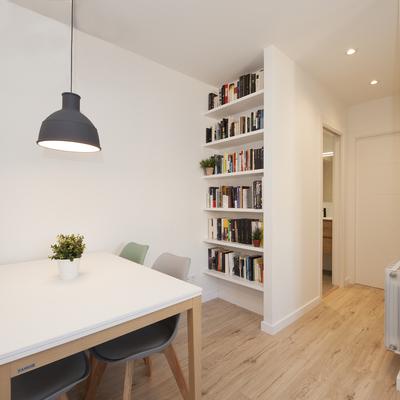 Librería encastada en la pared