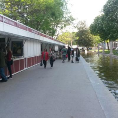 IberStand monta las casetas para la Feria del Libro Antiguo y de Ocasión de Madrid.