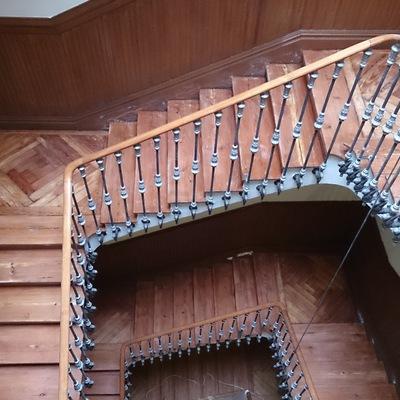 Lijado y Barnizado De Una Escalera