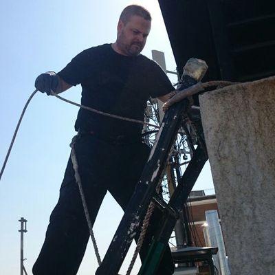 Trabajo de limpieza de caldera y tiro de chimenea realizado en un edificio publico.