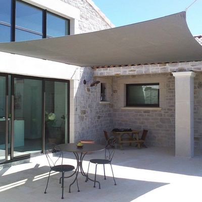Ideas y fotos de toldos en barcelona para inspirarte for Casa minimalista tenerife