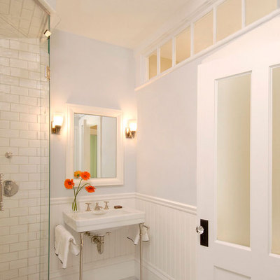 Luz vertical en baño
