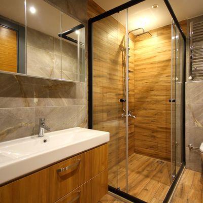 4 suelos para baños que aguantan la humedad