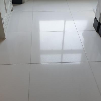 Sellado de suelos de mármol blanco y tratamiento antideslizante !!!