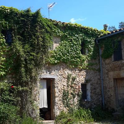 Restauración masía del siglo XVIII en Maià de Montcal (Garrotxa)